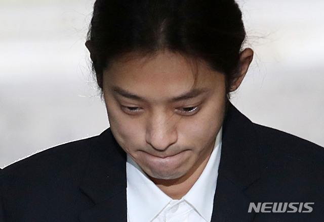 '카톡방 멤버' 정준영·최종훈, 성폭행 혐의 본격 재판