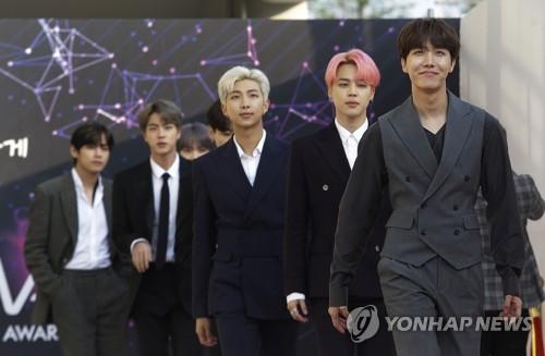 """미국·유럽팬들, 'BTS 장기 휴가' 소식에 """"눈물 나도록 기뻐"""""""
