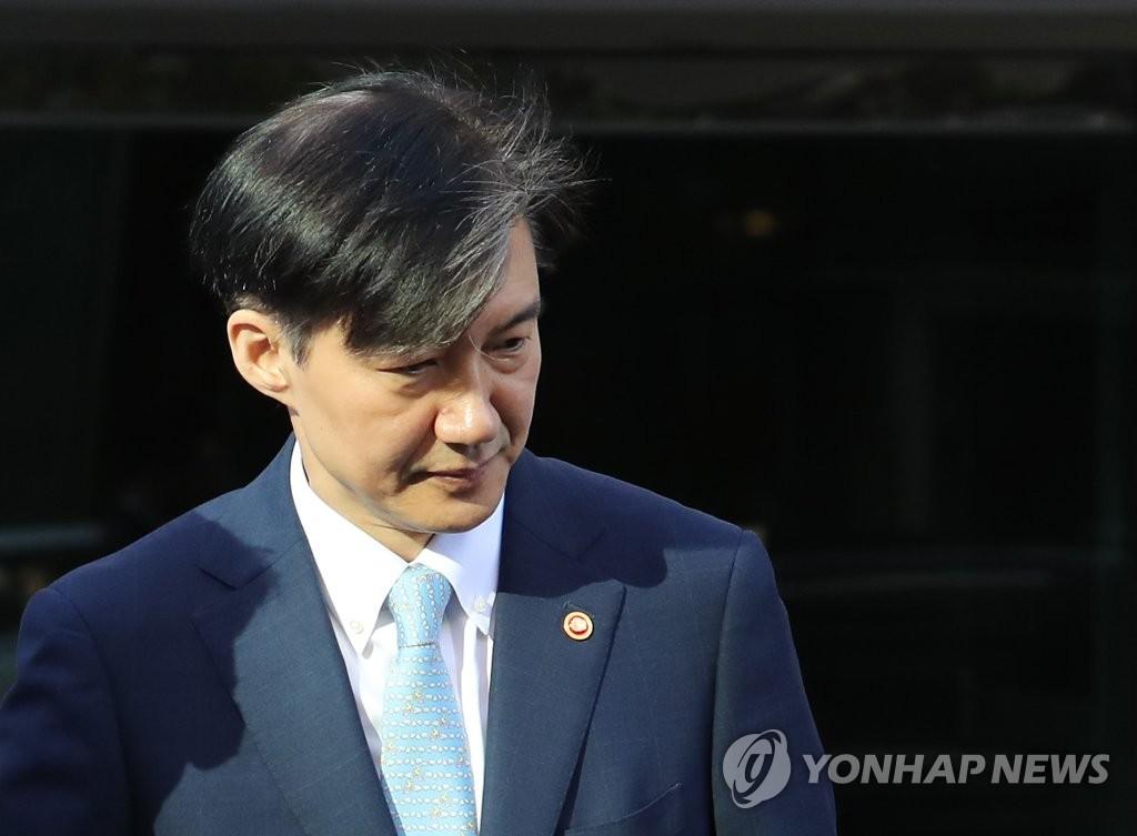 조국 장관 사퇴, '잘한 결정' 63% vs '잘못한 결정' 29%