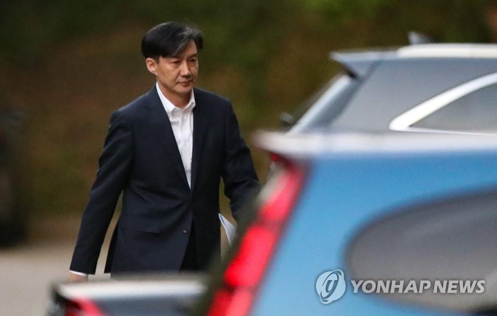 靑 조국 후임 인선 '고심'…소규모 개각 가능성도 거론