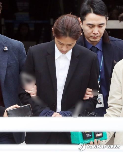 '집단 성폭행' 정준영 징역 7년 구형..최종훈 5년 구형