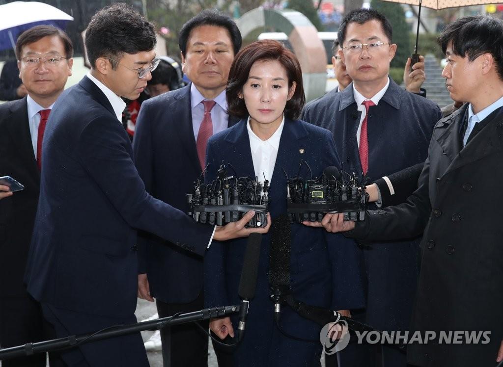"""'패스트트랙' 나경원 8시간40분 檢조사… """"역사적 책무 다하겠다"""""""
