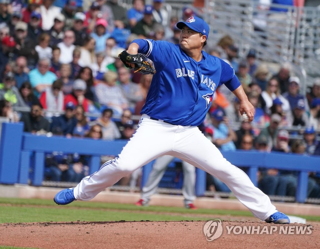 솔로포 허용·위기관리는 탁월…류현진, 첫 등판 2이닝 1실점