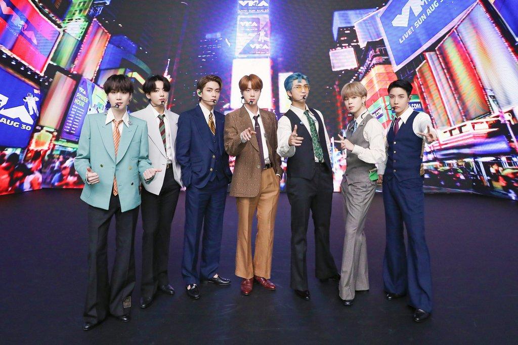 BTS, K팝 새역사 쓰다…한국 가수 최초 빌보드 싱글 1위
