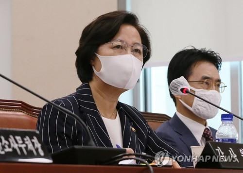 """추미애 아들 부대 면담기록에 """"부모가 병가연장 민원 확인"""""""