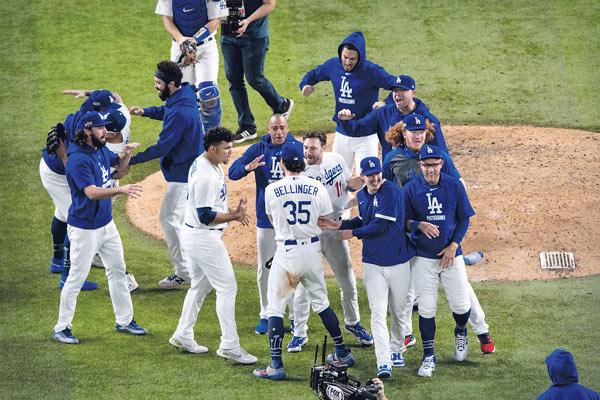 다저스, 32년 만에 월드시리즈 우승…MVP는 시거