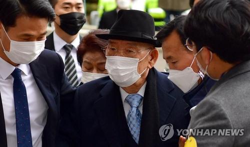 전두환 23년 만에 또 유죄…법원, 헬기사격 인정