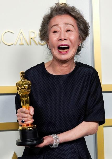 """'미나리' 윤여정, 아카데미 여우조연상…""""운이 좋았다"""""""