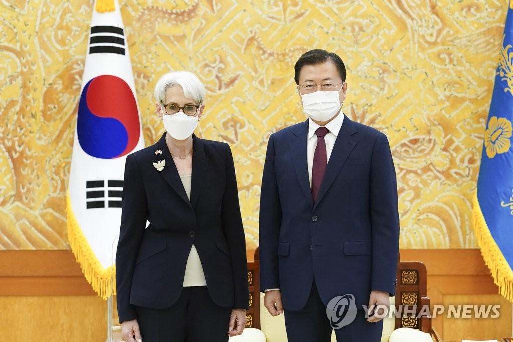 문대통령, 美국무 부장관 접견…북미대화 노력 당부