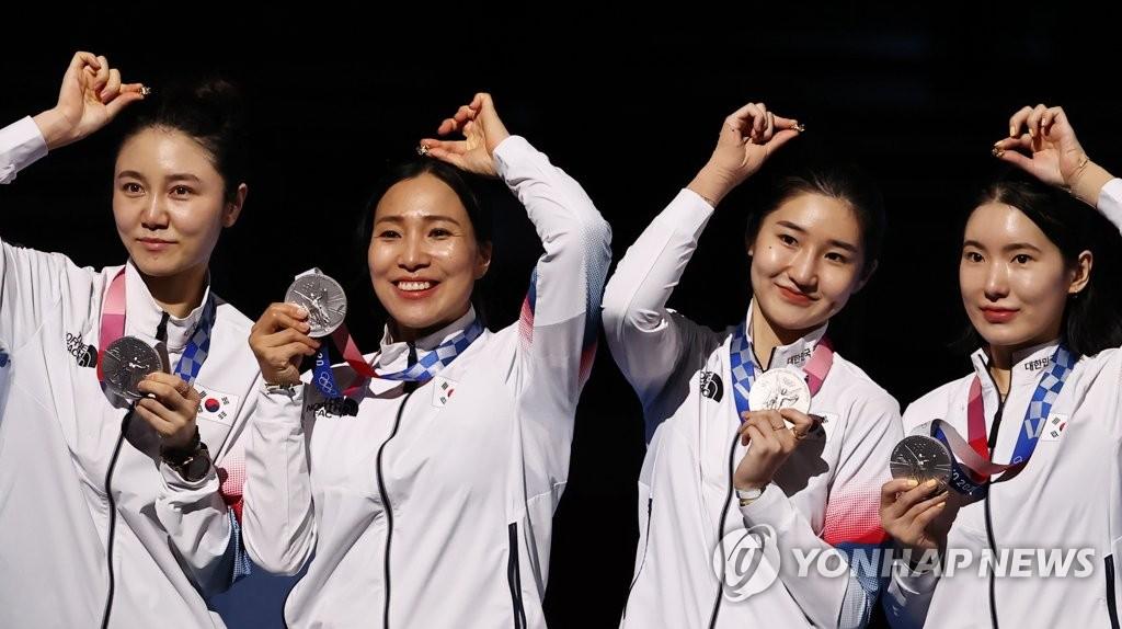 [올림픽]펜싱 女에페 단체전·태권도 이다빈 은메달…한국 메달 순위 6위