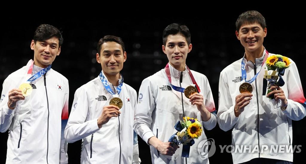 [올림픽]펜싱 남자 사브르 단체 금메달, 축구는 6-0 승리로 8강행