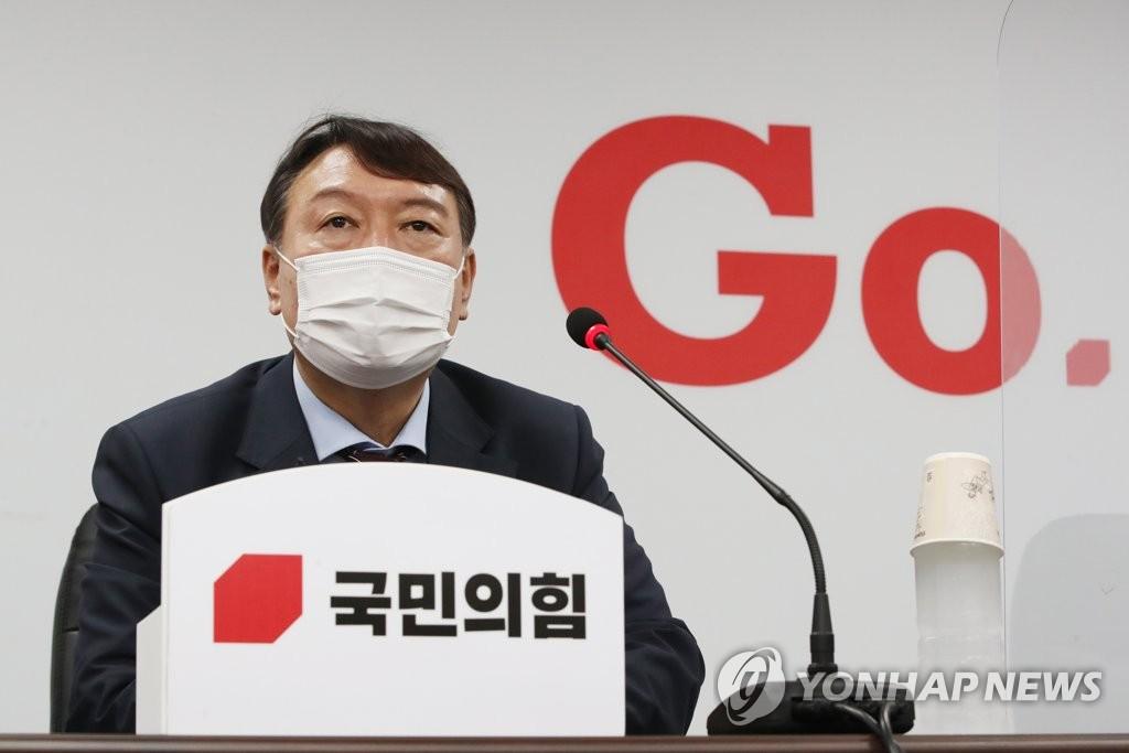 기습 입당 尹…지지층 결집·이미지 제고 다목적 카드