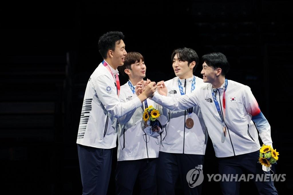 [올림픽]박상영 앞세운 펜싱 남자 에페, 중국 꺾고 단체전 첫 동메달